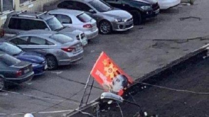 """""""Убийца миллионов людей? Отлично"""": в Днепре второй день на крыше здания висит красный флаг с портретом Сталина (видео)"""