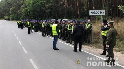 Правоохранители отрабатывают место нападения на Сергея Шефира