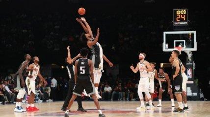 В самолет клуба НБА ударила молния