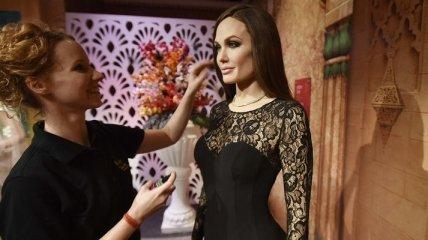 В индийском музее Мадам Тюссо выставили фигуру Анджелины Джоли (Видео)