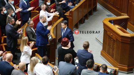 Дмитрий Разумков покинул пост спикера Рады под аплодисменты