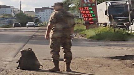 """""""Нарахування ще не було, добирайся сам"""": після госпіталю військового змусили автостопом їхати через всю Україну"""