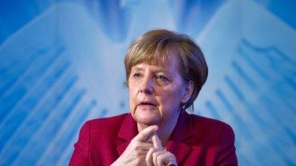 """Меркель призвала Париж остановить поставку """"Мистралей"""" в РФ"""