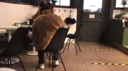Киянка кричала на свою дитину та жорстоко подвродилася з нею у кафе