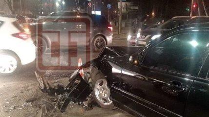 Солдат ВСУ устроил аварию на служебном авто в Киеве, пострадали две девушки (эксклюзивные фото)
