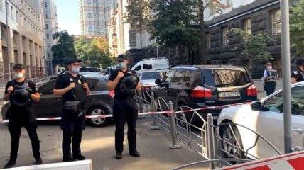В Киеве мужчина грозил взорвать Кабмин: для его задержания привлекли спецназ (фото, видео)