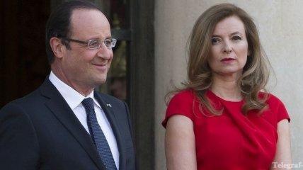 """Франсуа Олланд заявил, что его жена """"отдыхает и восстанавливается"""""""