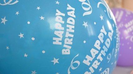 Красивые поздравления с Днем Рождения на 28 февраля: стихи и открытки