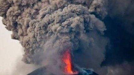 В Индонезии началось извержение огромного вулкана (Видео)