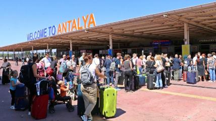 В аэропороту Антальи застряли украинские туристы