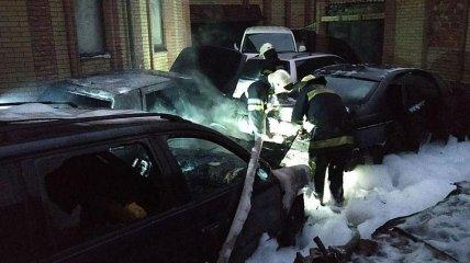 За ночь в Харькове сожгли три иномарки