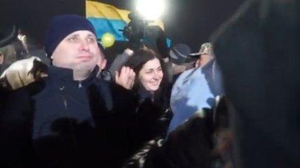 Освобожденный боец ВСУ встретился с матерью, которая потеряла сознание во время его звонка (Видео)