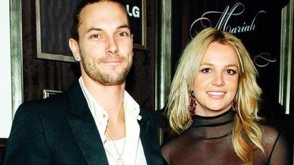 """Бывший муж Бритни Спирс поддержал звезду в ее стремлении освободиться от опеки: """"Чтобы была счастлива и здорова"""""""