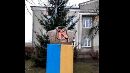 Под Ивано-Франковском вандалы обезглавили памятник Тарасу Шевченко (фото)