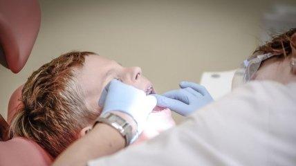 Эксперты назвали самые вредные продукты для зубов
