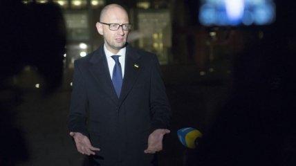 Яценюк и Еврокомиссар Ган обсудили безвизовый режим и реформы в Украине