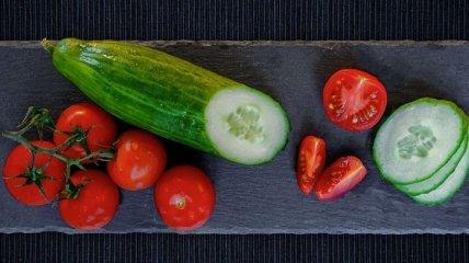 Не может быть!: смешивать помидоры и огурцы в одном салате - опасно