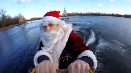Виталий Кличко в костюме Деда Мороза покатался по Днепру (Видео)