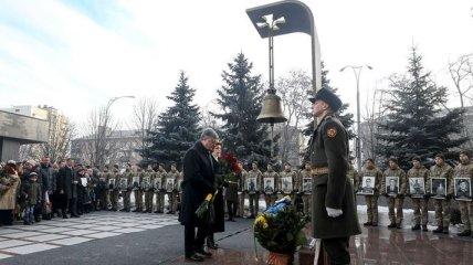 Порошенко пообещал восстановить аэропорт Донецка