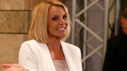 Бритни Спирс шокировала поклонников своим нелепым нарядом