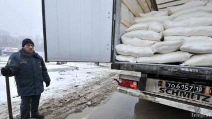 """Колонна с """"гумпомощью"""" для Донбасса прибыла в Ростовскую область"""