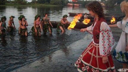 Сегодня в Пирогово будут плести венки и водить хороводы