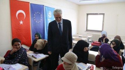 ЕС будет перечислять помощь беженцам в Турции на карточки