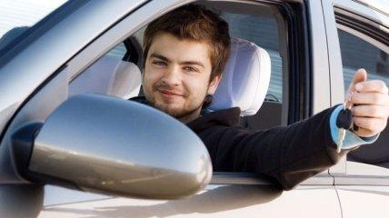 В каком возрасте украинцы получают права и какое их первое авто?