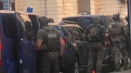 К зданию СБУ в Киеве, куда предположительно привезли Чауса, приехал спецназ НАБУ: первые фото