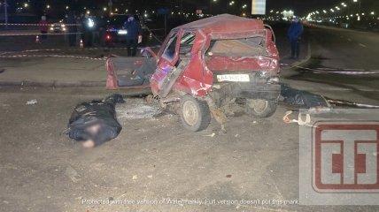 В Киеве пьяный на внедорожнике в дребезги разбил легковушку, убив ее водителя и пассажирку (фото, видео)