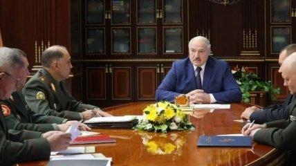 """Лукашенко закрывает границы Беларуси с """"врагами"""" (видео)"""