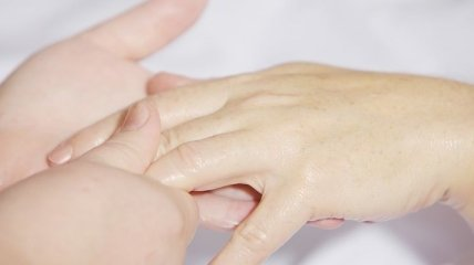 Дерматолог рассказала, как защитить кожу в жару