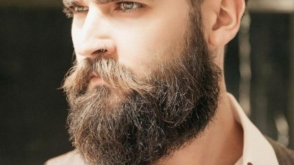 Тайник в бороде: мужчина пытался оригинально вывезти наркотики в Россию (фото)
