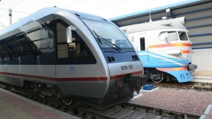 На железной дороге используют поезда разных поколений.