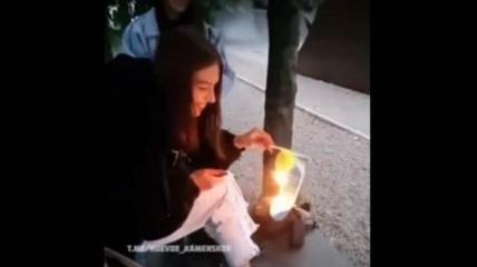 Школьница из Каменского сожгла флаг Украины
