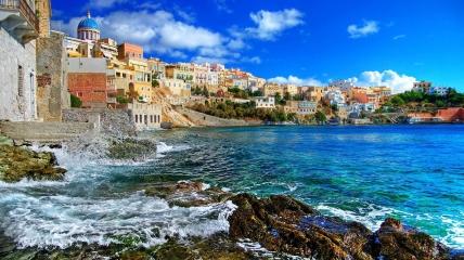 Греческие курорты радуют туристов комфортными условиями и демократичными ценами.