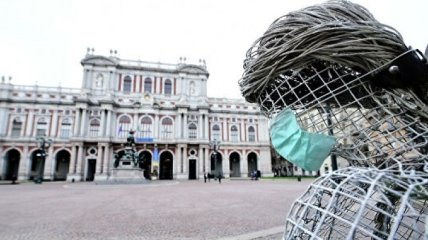Конте призвал граждан Италии не забывать защищаться от COVID-19