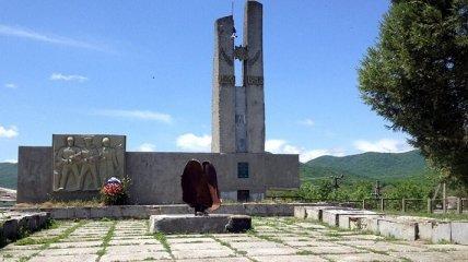 В Крыму нашли доказательство, что оккупанты чтят погибших на войне только на словах (фото)