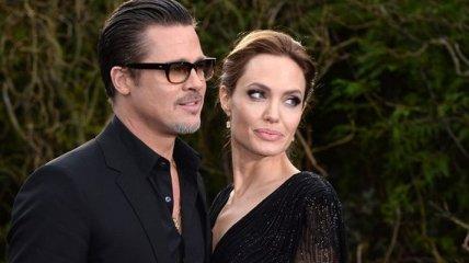 Появились подробности, почему Джоли и Брэд решили пока не разводиться