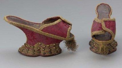 Как выглядела средневековая обувь на платформе (Фото)