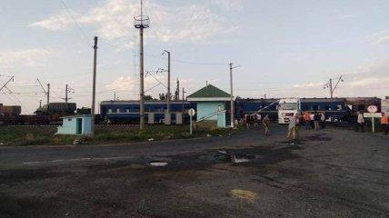 Появились фото аварии на Полтавщине, где поезд на переезде врезался в фуру