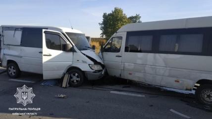 В аварии разбились два микроавтобуса, один из которых был пассажирским