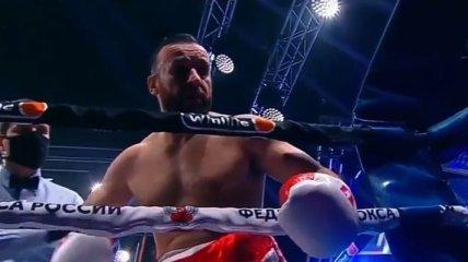 Российский боксер напал на своего секунданта во время боя (видео)