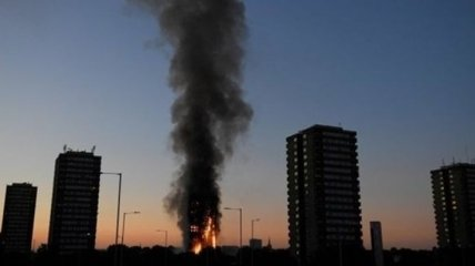 В Лондоне пожар в 27-этажном доме: жильцов эвакуируют