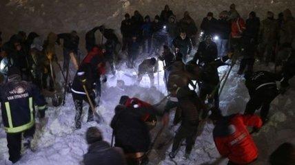 В Турции на дорогу сошла лавина и снесла автобус: есть погибшие