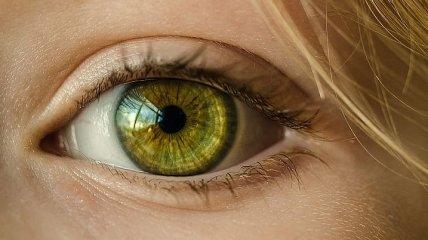 Неспокойное веко: как бороться с регулярным глазным тиком