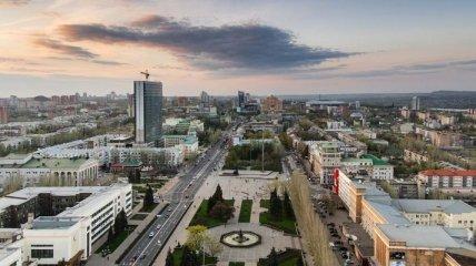 В Донецке слышны звуки залпов тяжелого оружия
