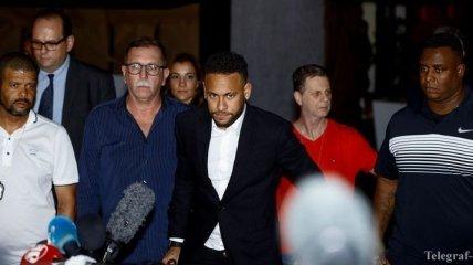 Полиция 5 часов допрашивала Неймара по делу об изнасиловании
