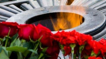 Азаров и Рыбак возложили цветы к могиле Неизвестного солдата