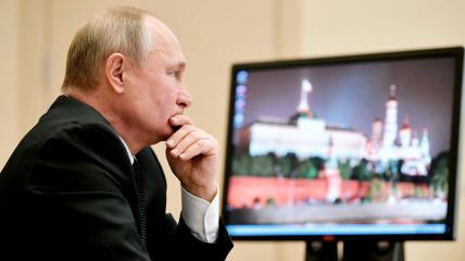 Путин отныне будет работать онлайн и проводить переговоры по телефону